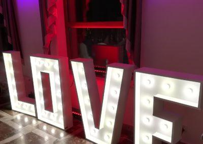 Napis love,dekoracje światłem, zespół weselny żywiec